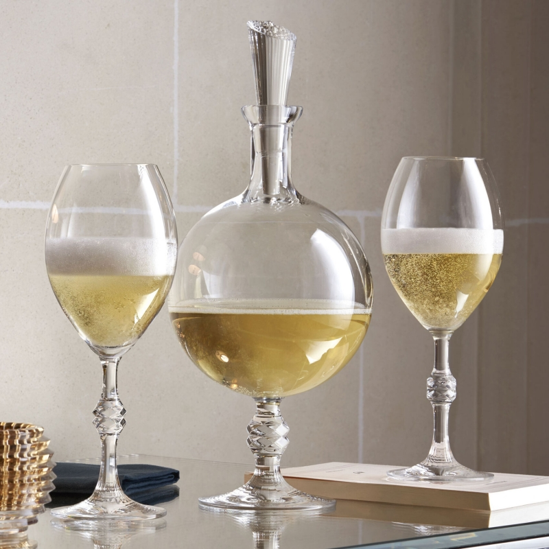 JCB PASSION champagne glasses and decanter. Baccarat unveils its very first champagne decanter. Signed JEAN-CHARLES BOISSET, this exclusive creation exalts the finesse of the bubbles and reveals the depth of the aromas